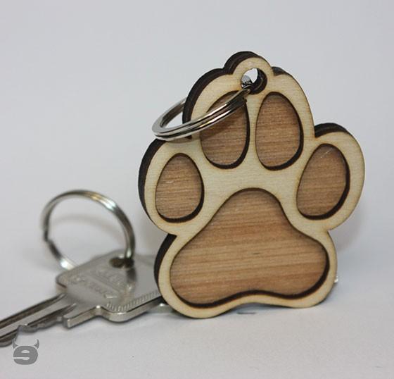Schlüsselanhänger aus Holz mit Lederband * HUNDEPFOTE *